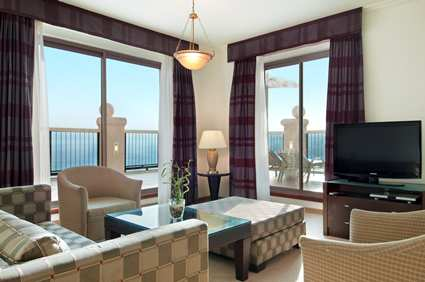 eilqshi_hilton_eilat_queen_of_sheba_gallery_accom_plazasuiteseview01_large_13