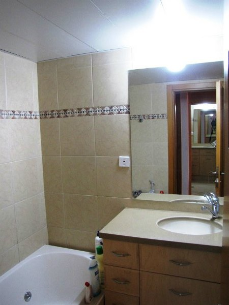 eilat-main-bathroom
